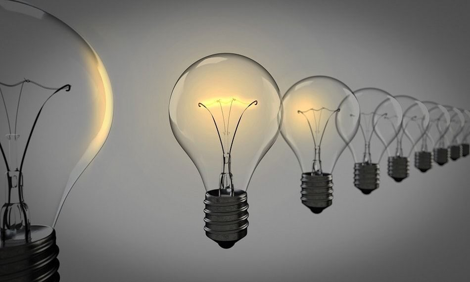 light-bulbs-1875384_1920-min